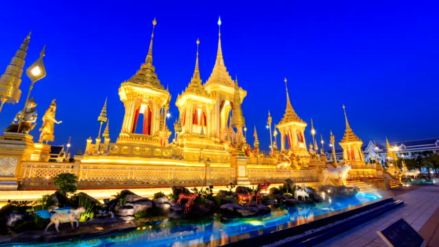 El-crematorio-real-de-rey-Bhumibol-Adulyadej-Tailandia-Día-a-noche-K-4-Hyper-Time-Lapse