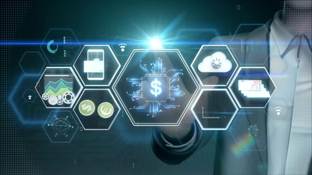 Empresario-tocar-icono-aleta-tech-tecnología-financiera-y-varios-icono-de-información-Película-de-tamaño-de-4K-