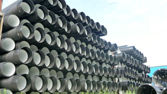 Almacén-del-sitio-de-almacenamiento-de-tubos-de-plástico-acabado-industrial-al-aire-libre-Fabricación-de-la-fábrica-de-tubos-de-agua-de-plástico-