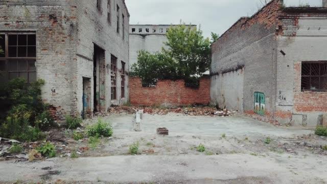 Ruinen-einer-alten-Fabrik-