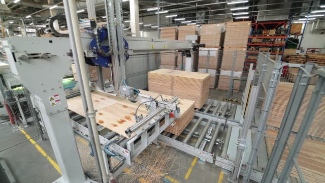 Industrial-equipment-for-the-production-of-laminate-
