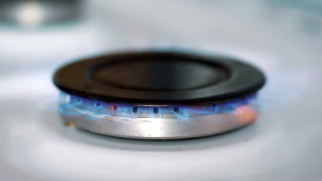 Burnning-gas-from-a-gas-stove-in-slow-motion-180fps