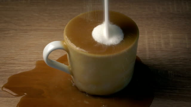 El-café-tiene-demasiado-azúcar---concepto-de-salud