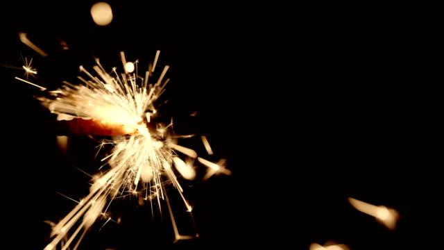 4K---movimiento-de-fuego-en-un-cable-de-encendido