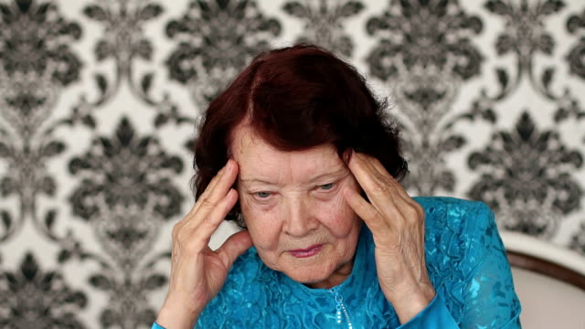 Portrait-of-old-woman-with-a-headache-close-up-