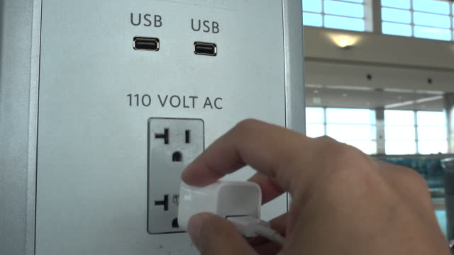 airport-free-usb-charging-service