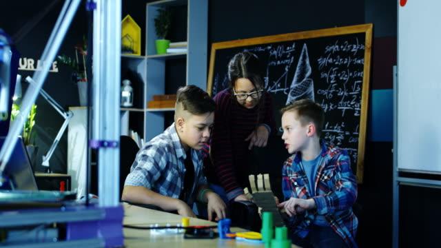 Niños-explorar-ciencia-robótica