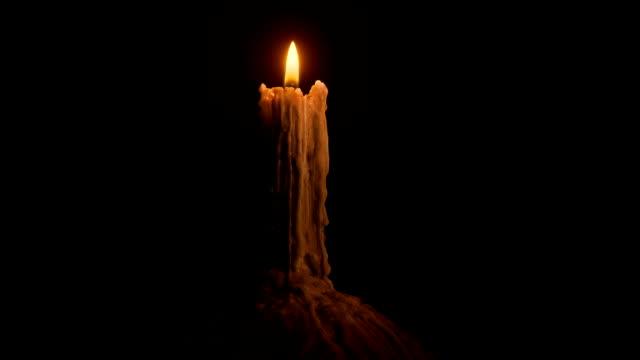 Quemaduras-de-vela-derretida-en-la-oscuridad
