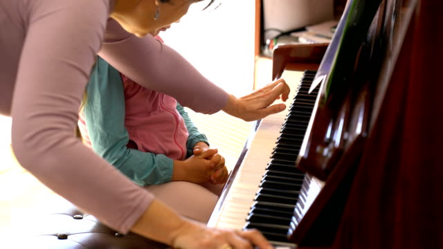 little-girl-learns-to-play-the-piano