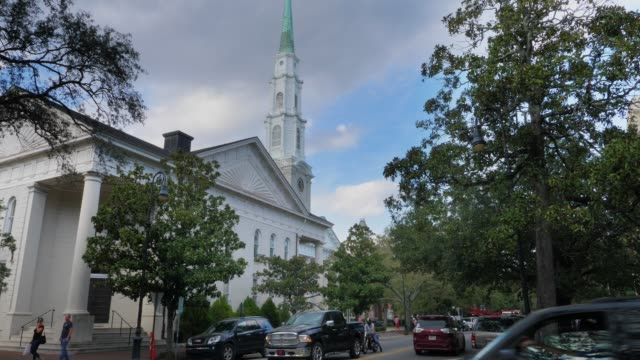Day-Exterior-of-The-Independent-Presbyterian-Church-of-Savannah
