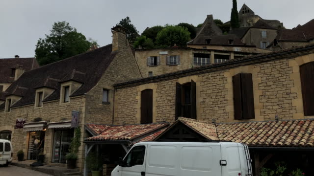 Madre-de-tomar-una-foto-con-su-smartphone-como-ella-vacaciones-en-Beynac-Francia