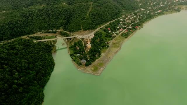 Vista-aérea-de-la-fortaleza-de-Ananuri-Georgia-Imágenes-aéreas