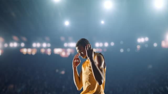Jugador-de-Baloncesto-celebra