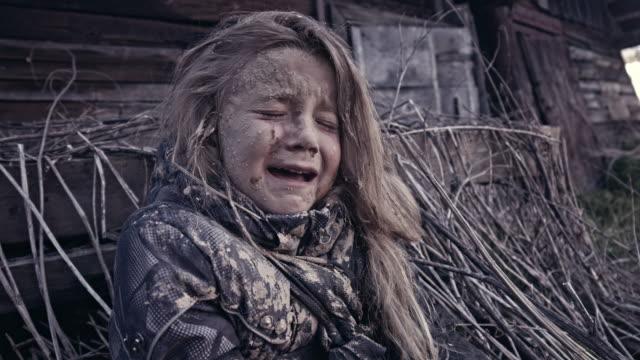 Un-niño-sin-hogar-hambriento-llora-Guerra-Refugiados