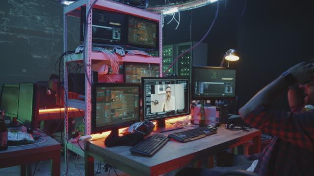 Equipo-de-hackers-celebrando-el-éxito