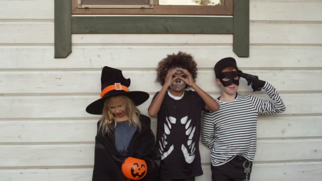 Diverse-Boys-and-Girls-on-Halloween