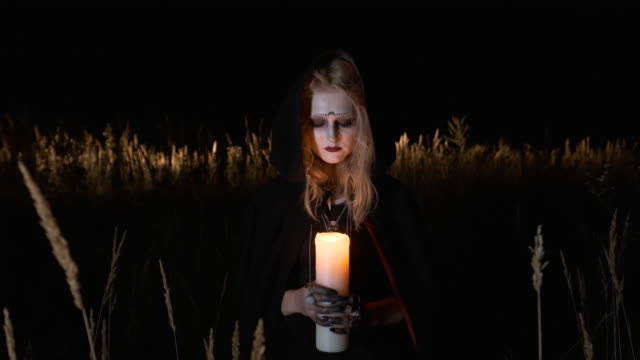 Halloween-Portrait-Of-Young-Witch-