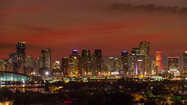 Lapso-de-tiempo-del-horizonte-de-Miami-Florida-disparado-desde-Miami-Beach