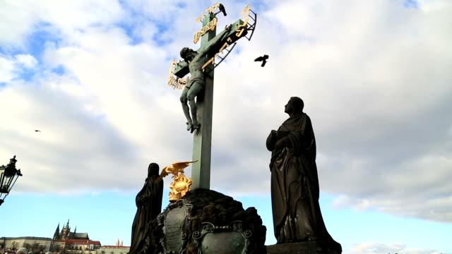 Estatua-en-el-puente-de-Charles-en-Praga