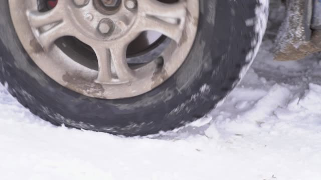 the-wheel-is-slipping-in-the-snow