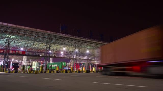 panorama-de-tráfico-de-entrada-de-noche-iluminado-shenzhen-ciudad-puerto-4-tiempo-k-caer-china