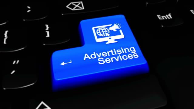 Publicidad-servicios-móviles-movimiento-en-azul-entrar-botón-en-moderno-teclado-con-texto-y-el-icono-etiquetadas-Clave-de-enfoque-seleccionada-está-animación-presionando-Concepto-de-Marketing-de-contenido