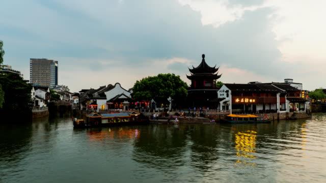 Fotografía-de-lapso-de-view-time-de-la-ciudad-China-de-Suzhou-Jiangsu-Shan-Tong-calle-nocturna