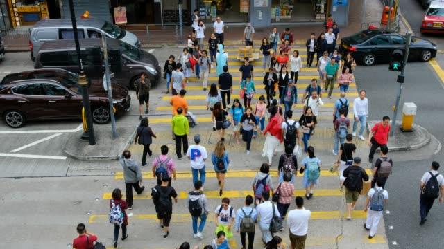 Busy-pedestrian-crossing-at-Hong-Kong