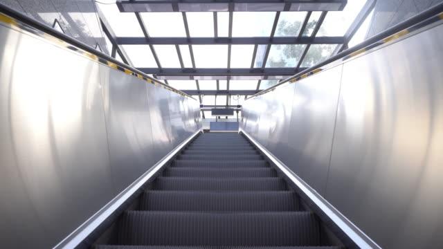 Escaleras-mecánicas-que-se