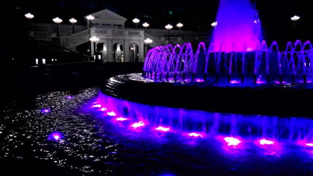 Estado-de-edificio-Capitolio-casa-púrpura-fuente-Harrisburg-Pennsylvania