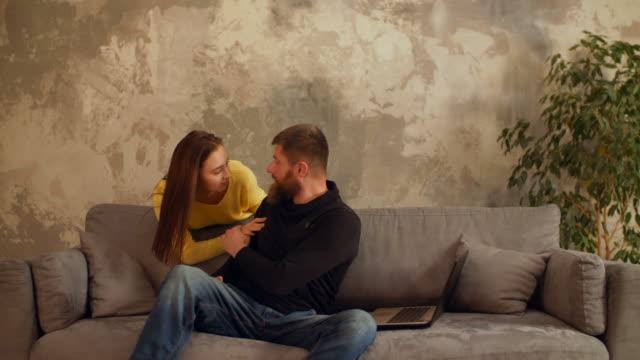 Annoyed-workaholic-man-with-laptop-ignoring-wife