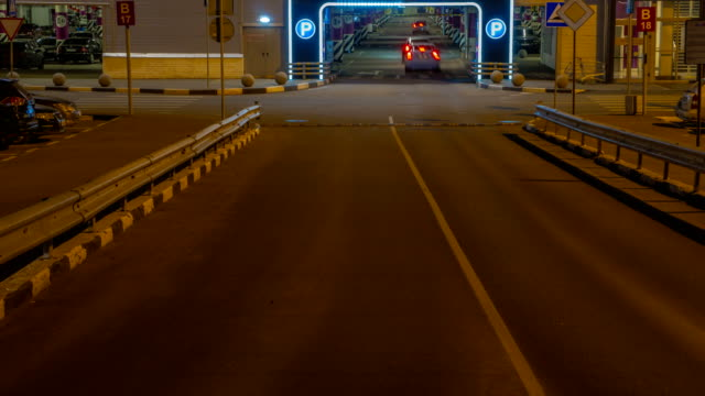 cars-in-queue-at-entrance-in-underground-parking-of-hypermarket-time-lapse