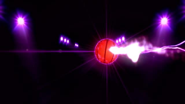Baloncesto-focos-de-color-púrpura-brillante-iluminada-en-escena-de-la-noche