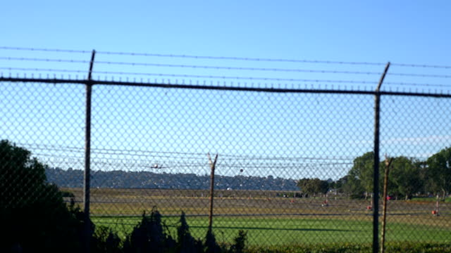 Aterrizaje-de-avión-en-California-4K-lenta