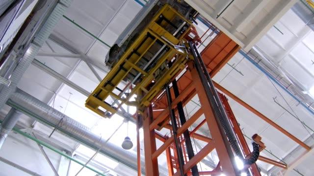 huge-machine-is-lowering-car-body-down-in-a-workshop