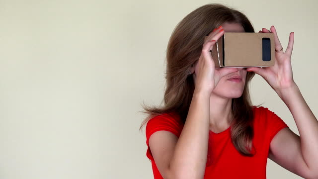 Emotional-woman-get-scared-of-view-from-virtual-reality-glasses-closeup