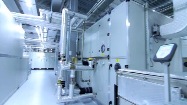 Fábrica-de-productos-farmacéuticos-Interior-de-la-fábrica-médica-Moderno-equipo-industrial