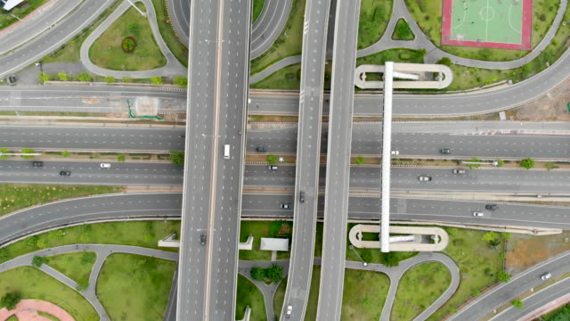 Vista-aérea-de-intercambio-de-la-autopista