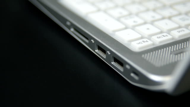 Plugging-in-and-unplugging-the-USB-flash-memory-to-the-laptop-pc-computer-