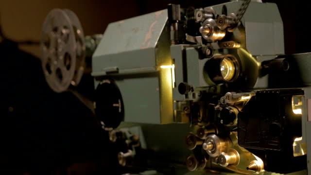 Alte-mechanische-Film-Projektor-arbeiten