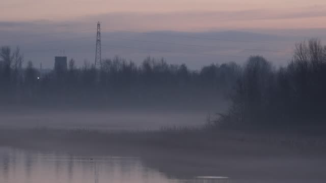 Time-lapse-of-mist-over-lake-4K