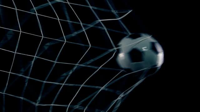 Balon-de-Futbol-marca-gol-en-fondo-negro