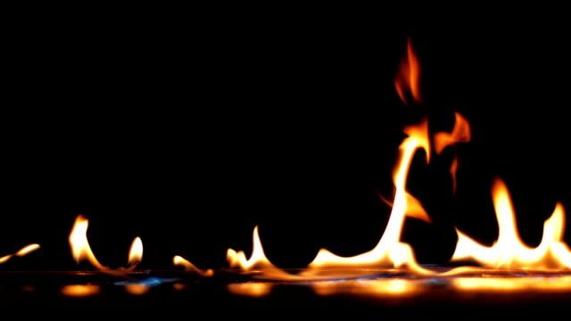 Llama-de-fuego-cierre-para-arriba---cámara-lenta