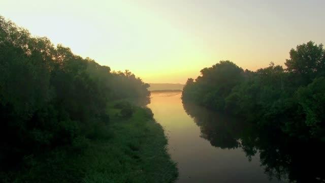 vista-aérea-del-río-al-amanecer
