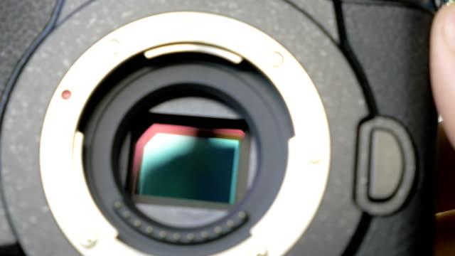 Image-stabilization-mechanism-on-the-sensor-of-mirrorless-digital-camera