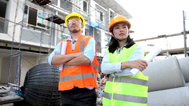 Baumeister-Teamleiter-auf-Baustelle