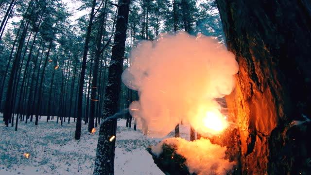 Explosión-de-un-petard-de-galleta-de-fuego-chino-en-una-lenta