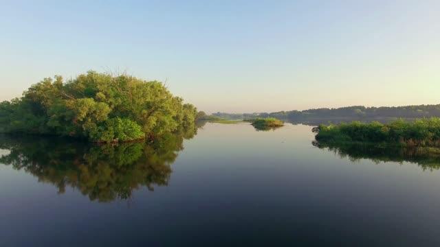 Luftaufnahme-des-Flusses-bei-Sonnenaufgang