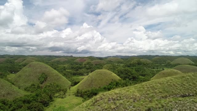 Vista-aérea-de-Chocolate-Hills-Batuan-Filipinas-