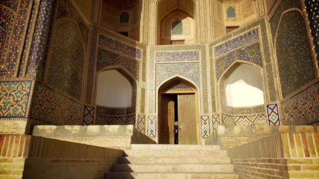 Detalle-de-la-madrasa-en-Bujará-Uzbekistán